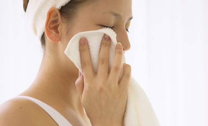 Warm compress for facial scabs